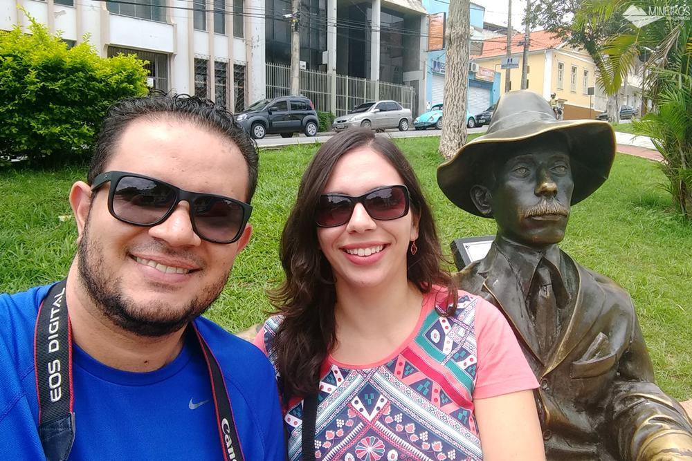 Estátua de Santos Dumont, no centro da cidade.