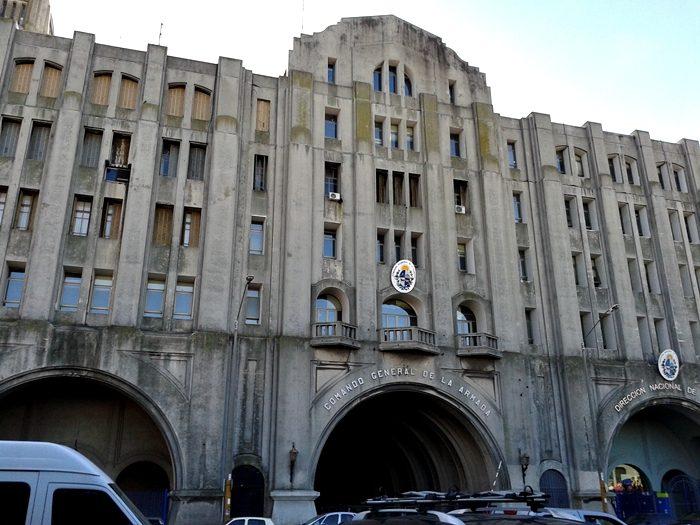 Direccion Nacional de Aduanas, no porto de Montevidéu, em frente ao Mercado do Porto.