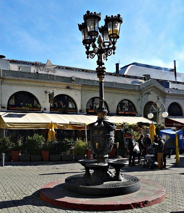 Fachada lateral do Mercado do Porto, em Montevidéu.