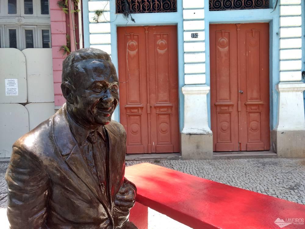 Antônio Maria, poeta, compositor e cronista, que integra o Circuito da Poesia. São estátuas espalhadas pelo Recife Antigo.