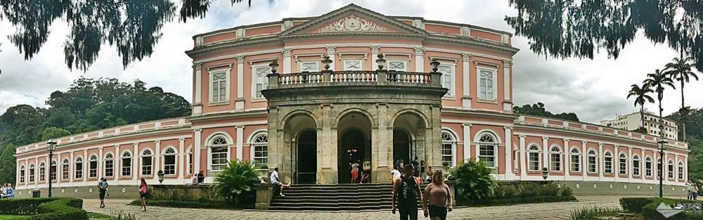 Fizemos a visita guiada ao sensacional Museu Imperial, em Petrópolis e contamos como foi o passeio.