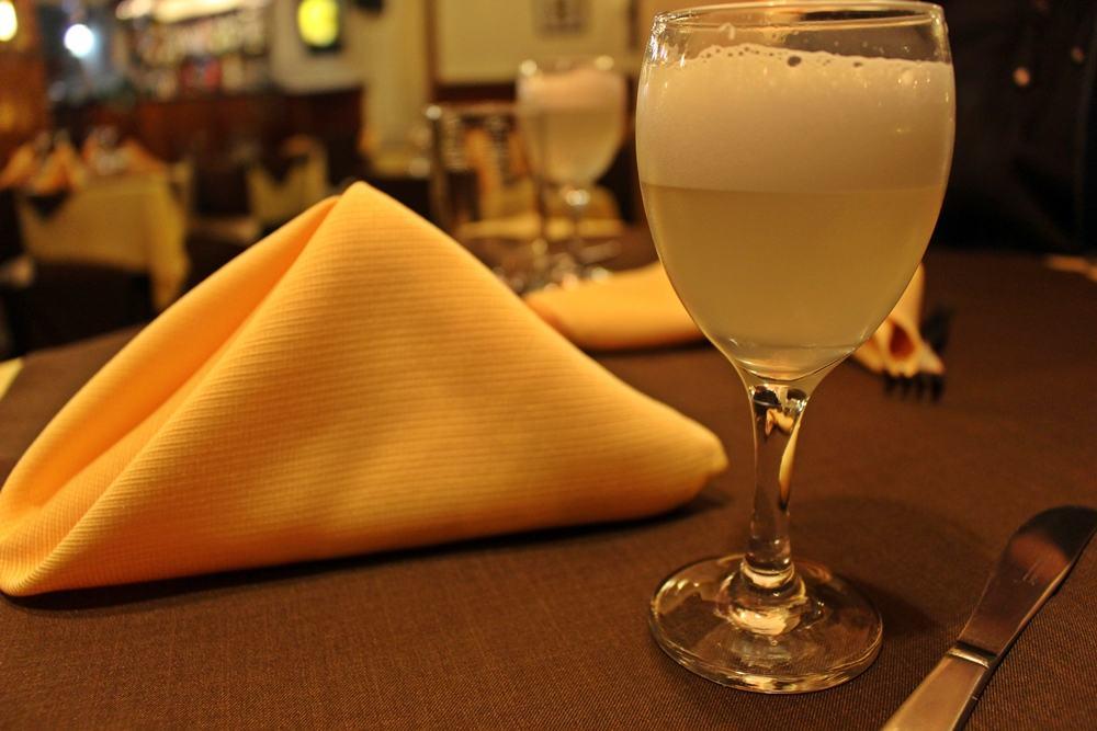Pisco sour, bebida típica e patrimônio do Peru.