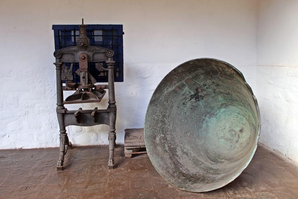 Objetos em exposição no Museu Histórico Regional Casa Garcilaso, em Cusco.
