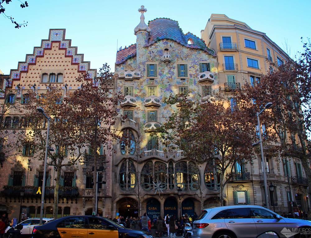 Precisa de ajuda para montar seu roteiro para Barcelona? Veja neste post o que fazer em 4 dias na cidade. Uma sugestão é a Casa Batlló..