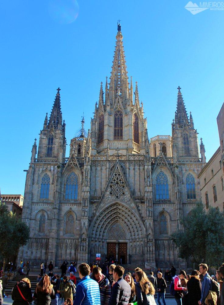 Precisa de ajuda para montar seu roteiro para Barcelona? Veja neste post o que fazer em 4 dias na cidade. Uma sugestão é a Catedral de Barcelona.
