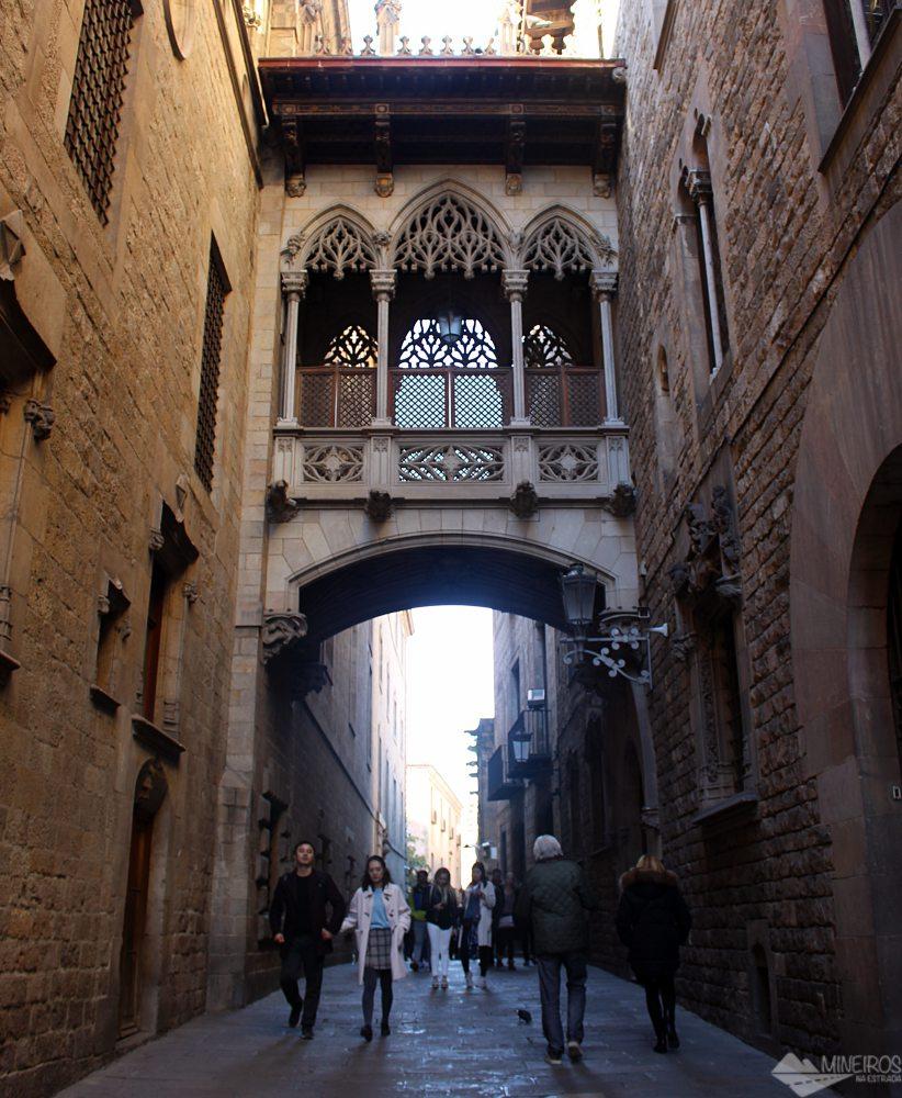 Precisa de ajuda para montar seu roteiro para Barcelona? Veja neste post o que fazer em 4 dias na cidade. Uma sugestão é caminhar pelo bairro El Gotic.
