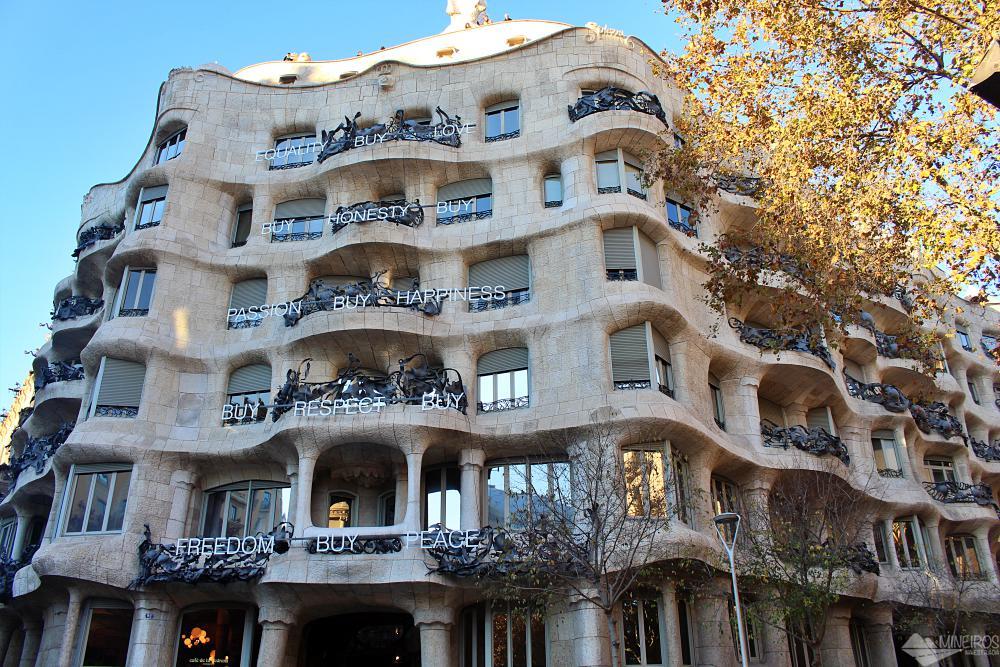 Precisa de ajuda para montar seu roteiro para Barcelona? Veja neste post o que fazer em 4 dias na cidade. Uma sugestão é a La Pedrera.