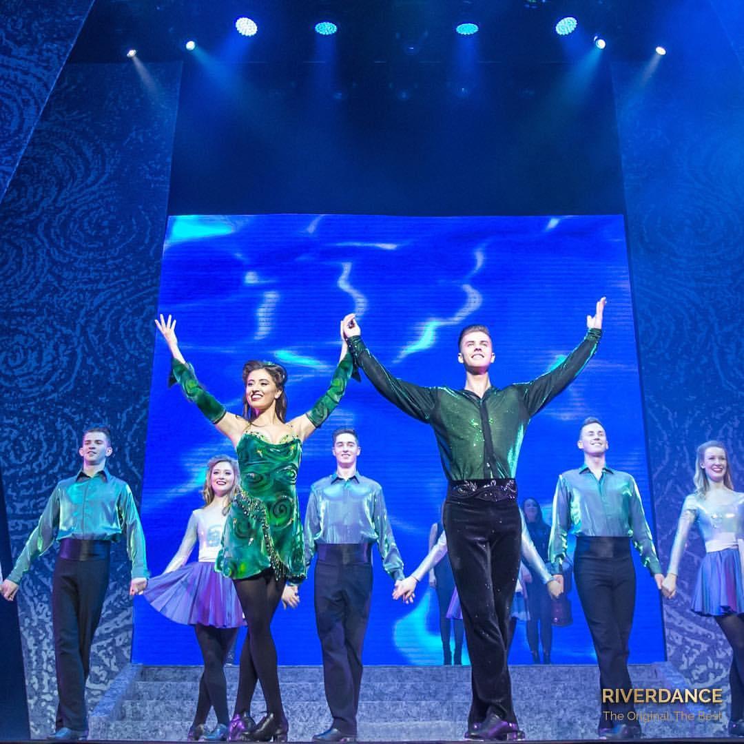 Como é assistir ao show do Riverdance, o grupo de dança irlandesa famoso por seu sapateado impecável!