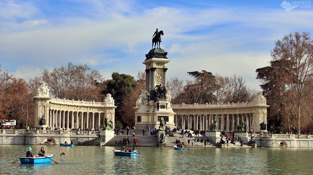 Monumento Alfonso III, no Parque El Retiro, Madri