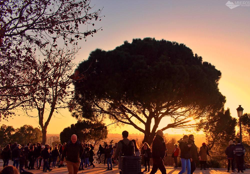 Pôr do Sol, visto do Mirador de la Montaña de Príncipe Pío, próximo ao Templo de Debod.