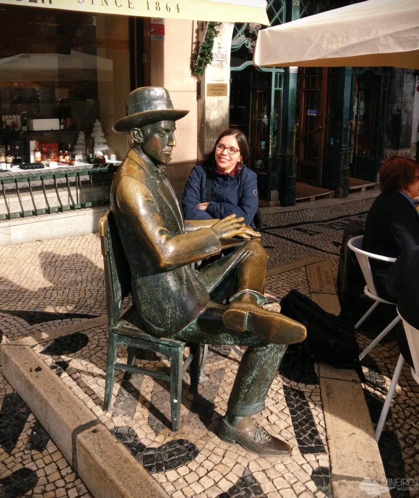 estátua de fernando pessoa lisboa