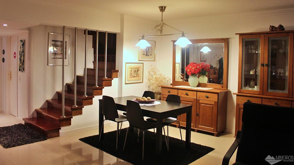 Procurando por hospedagem em Lisboa? Veja dica deste apartamento amplo, com cozinha equipada e bem perto do metrô.
