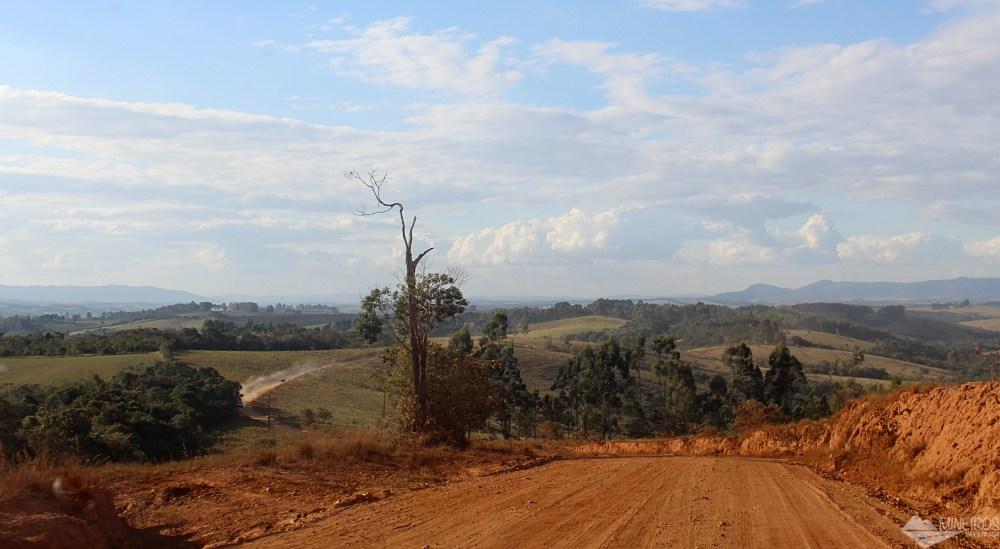Boa estrada municipal liga Cruzília à Fazenda Traituba
