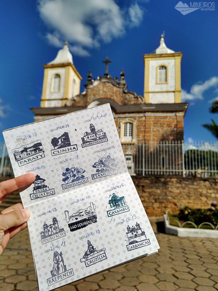 Com o nosso passaporte na Igreja Matriz de Carrancas