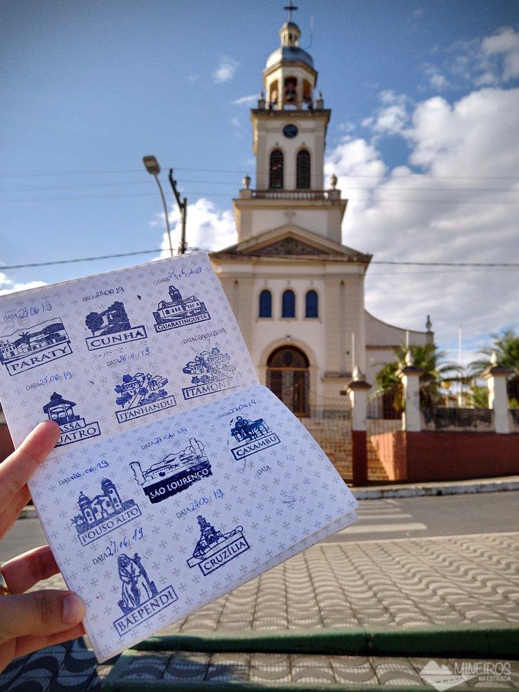 Com o nosso passaporte na Igreja Matriz de Cruzília