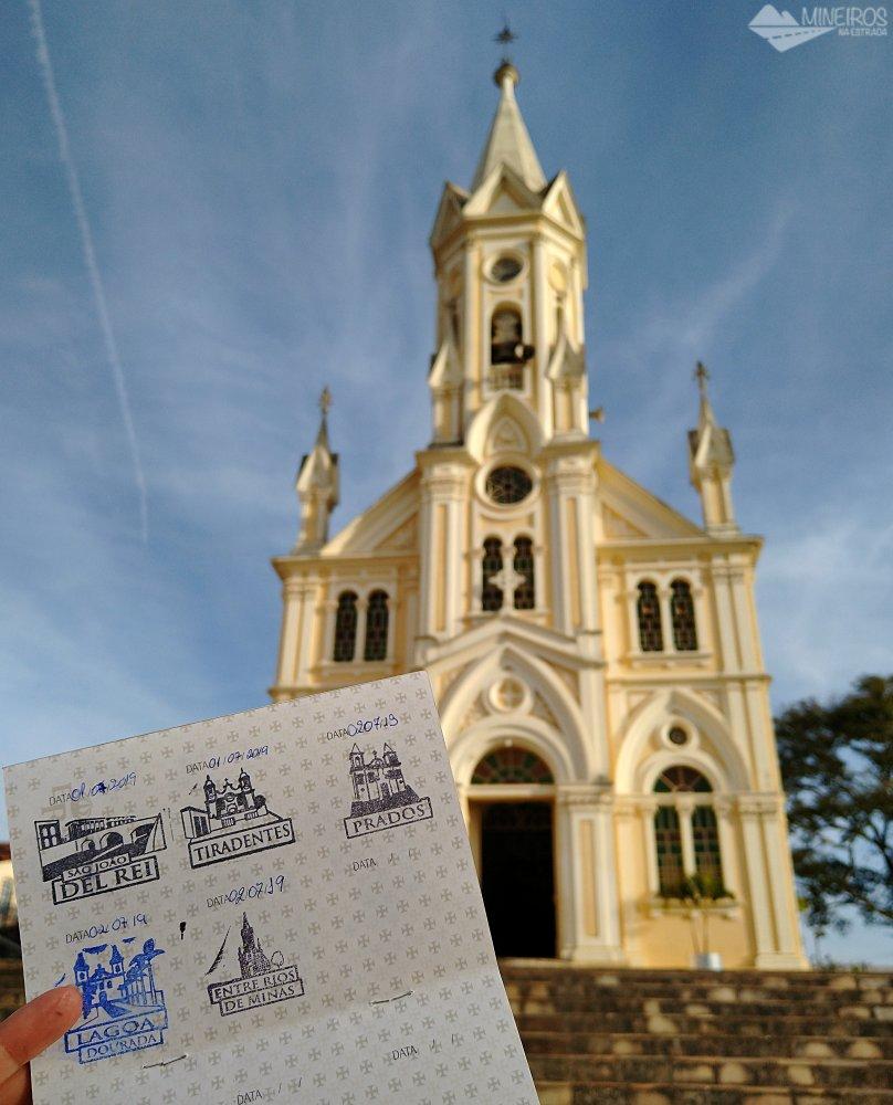Com nosso passaporte a Igreja Matriz de Entre Rios de Minas