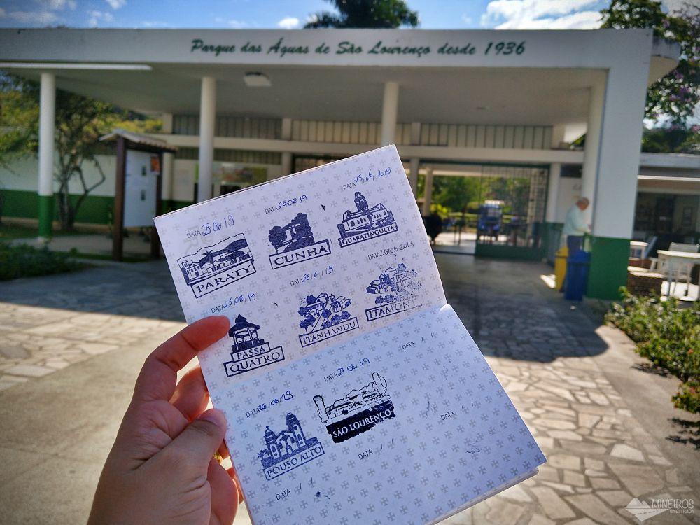 Com nosso passaporte da Estrada Real em São Lourenço